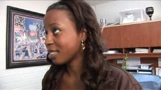 Негритоска получает хорошую сексуальную сессию с мужчиной