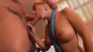 Секретарша дает хороший секс её боссу, чтобы снять стресс