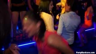 Грязные девушки в режиме вечеринки