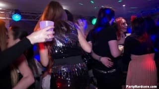 Сосание в ночном клубе