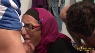 Двойной трах для жадной арабской шлюхи