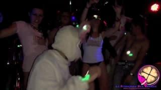 Сучки на разогреве в ночном клубе