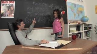 Рене Круз занимается сексом в классе