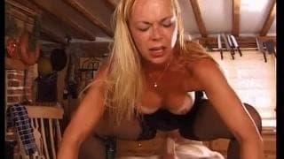 Энджи - сексуальная шлюха любит жёсткий трах