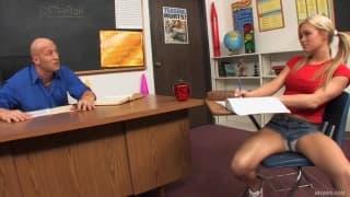 Кристи Мур студентка с большими сиськами