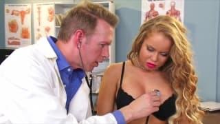 Никки Делано трахается с врачём