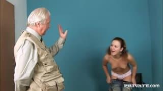 Кристал Мей любит анальный секс