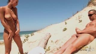 Джейд Ларош занимается сексом на пляже