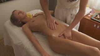 Анджелика хочет необычный массаж