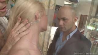 Хардкор сцена для блондинки Аниты Хенгер