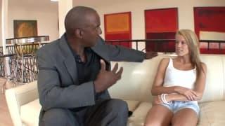 Эйден Аспен в секс-сессии с черным членом