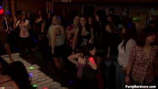 Горячий секс в специальном ночном клубе