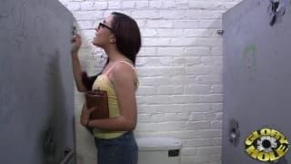 Роксана Рей любит сосать член через отверстие