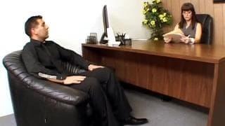 Кэрри Энн трахается в своем кабинете