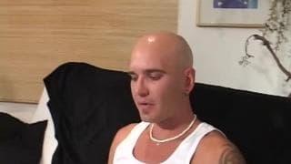 Парень находит эту блондинку в секс чате