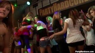Сумасшедшая вечеринка в клубе!