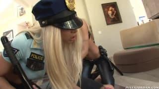 Эми Рид и Джина Линн две горячие полицейские
