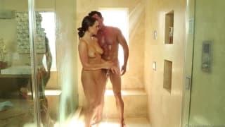 Телл Конрад делает парню сексуальный массаж