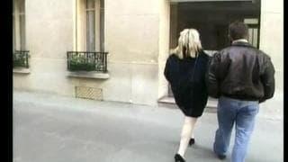 Эта блондинка шлюха везде всегда трахается
