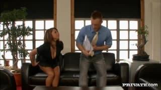 Сюзанна трахается со своим боссом