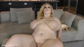 Грудастая жирная шлюха Саша очень любит секс