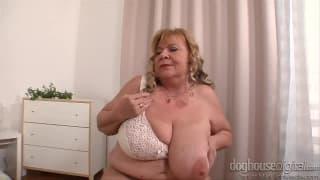 Видео мастурбации разных горячих бабушек