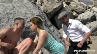 Биби Ноэль трахается на пляже