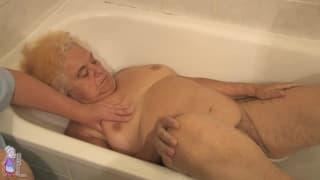Гермине- роговая старуха в ванне