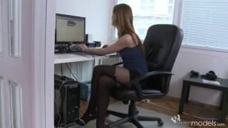 Момент мастурбации в офисе