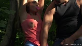 Софи Линкс сексуальная рабыня в лесу