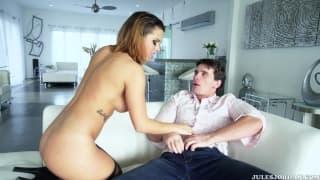 Кейша трахается на диване с Мануэлем Феррарой