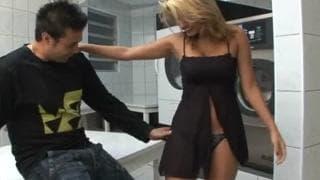 Посмотрите на задницу этой бразильянки