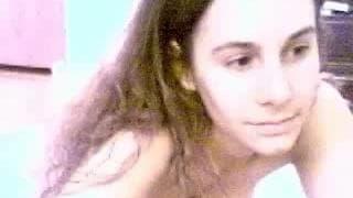 Волосатая киска мастурбирует на камеру