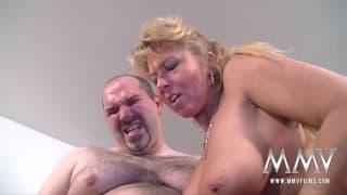 Секс-тройка со зрелыми и горячими людьми