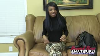 Синтия - черная девушка на кастинге