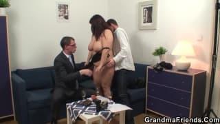 Зрелая толстушка в горячем порно кастинге