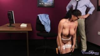 Эта распутная секретарь имеет трех мужчин!