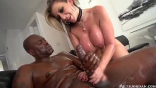 Порно звезда Сара Джей любит чёрный член