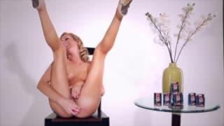 Бретт Росси тестирует ее секс-игрушку