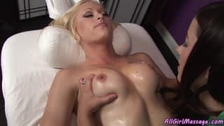 Секс массаж с двумя лесбиянками