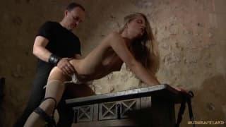 Анастасия Лиана любит жесткий секс