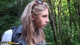 Меган получает член Артёма в свою задницу