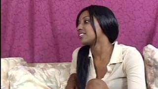 Две черные лесбиянки трахают друг друга