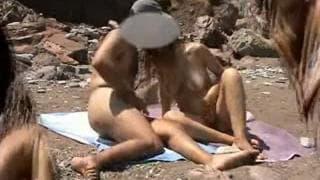 Пара, которая трахаться на пляже