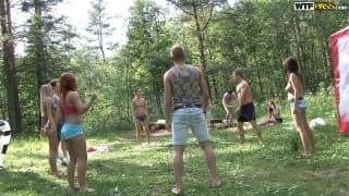 Большая оргия студентов в лесу