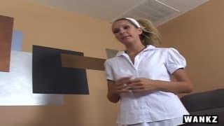 Хайди Брукс в образе секси медсестры