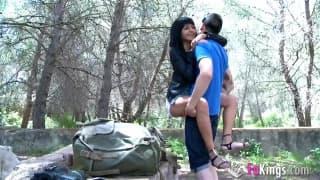 Рэйчел Вудс соблазняют в лесу