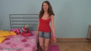 Кэрри- молодая блондинка, девушка присоска