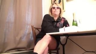 Эта зрелая женщина хочет несколько членов