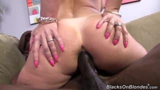 Межрасовая порно сцена для удовольствия